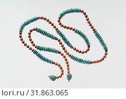 String of Beads with Feline-head Amulets, New Kingdom, Dynasty 18, ca. 1550–1425 B.C., From Egypt, Upper Egypt, Thebes, Dra Abu el-Naga, Mandara, Carnarvon... (2017 год). Редакционное фото, фотограф © Copyright Artokoloro Quint Lox Limited / age Fotostock / Фотобанк Лори