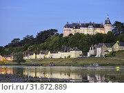 Купить «Chateau dominant la Loire, Domaine de Chaumont-sur-Loire, departement Loir-et-Cher, region Centre-Val de Loire, France, Europe/ the Chateau overlooking...», фото № 31872889, снято 22 мая 2019 г. (c) age Fotostock / Фотобанк Лори