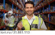 Купить «Workers working in a warehouse with animated globe», видеоролик № 31881113, снято 20 декабря 2018 г. (c) Wavebreak Media / Фотобанк Лори