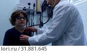 Купить «Side view of young asian male doctor examining caucasian boy patient chest in a clinic 4k», видеоролик № 31881645, снято 25 ноября 2018 г. (c) Wavebreak Media / Фотобанк Лори