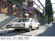 Купить «Крым, Ялта. Улица старого города», эксклюзивное фото № 31882701, снято 15 мая 2005 г. (c) Дмитрий Неумоин / Фотобанк Лори