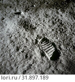 Купить «EARTH, THE MOON, Sea of Tranquility -- 20 Jul 1969 -- A close-up view of an astronaut's bootprint in the lunar soil, photographed with a 70mm lunar surface...», фото № 31897189, снято 24 мая 2008 г. (c) age Fotostock / Фотобанк Лори