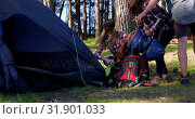 Купить «Friends setting up tent in the forest on a sunny day 4k», видеоролик № 31901033, снято 12 октября 2018 г. (c) Wavebreak Media / Фотобанк Лори