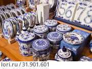 Купить «Ceramic dishes with Dutch paintings, Holland», фото № 31901601, снято 25 февраля 2017 г. (c) EugeneSergeev / Фотобанк Лори