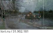 Купить «Cars waiting in front of traffic lights and cars driving into traffic jam against city background», видеоролик № 31902181, снято 22 января 2019 г. (c) Wavebreak Media / Фотобанк Лори