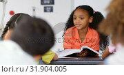 Купить «Front view of African American schoolgirl teaching schoolkids in the classroom 4k», видеоролик № 31904005, снято 17 ноября 2018 г. (c) Wavebreak Media / Фотобанк Лори