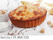 Купить «Банановый пирог. Манник», фото № 31904133, снято 3 апреля 2019 г. (c) Надежда Мишкова / Фотобанк Лори