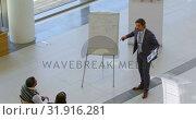 Купить «Male speaker with clipboard speaking in the business seminar 4k», видеоролик № 31916281, снято 21 ноября 2018 г. (c) Wavebreak Media / Фотобанк Лори