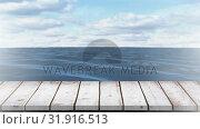 Calm ocean and the sky. Стоковое видео, агентство Wavebreak Media / Фотобанк Лори