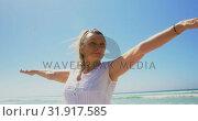 Купить «Front view of active senior Caucasian woman performing yoga on the beach 4k», видеоролик № 31917585, снято 14 ноября 2018 г. (c) Wavebreak Media / Фотобанк Лори