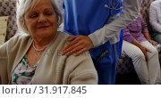 Front view of active senior woman holding hand of female doctor at nursing home 4k. Стоковое видео, агентство Wavebreak Media / Фотобанк Лори