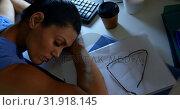 Купить «High angle view of young Caucasian female executive sleeping at desk in a modern office 4k», видеоролик № 31918145, снято 29 ноября 2018 г. (c) Wavebreak Media / Фотобанк Лори