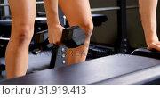 Купить «Woman exercising in fitness studio 4k», видеоролик № 31919413, снято 26 июня 2018 г. (c) Wavebreak Media / Фотобанк Лори