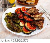 Купить «Mustard pork ribs with grilled vegetables», фото № 31920373, снято 11 июля 2020 г. (c) Яков Филимонов / Фотобанк Лори