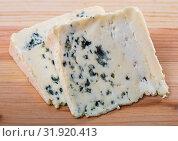 Купить «Slices of soft blue cheese with mold at plate, nobody», фото № 31920413, снято 4 августа 2020 г. (c) Яков Филимонов / Фотобанк Лори
