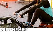 Купить «Woman exercising with rowing machine in fitness studio 4k», видеоролик № 31921281, снято 26 июня 2018 г. (c) Wavebreak Media / Фотобанк Лори