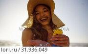 Купить «Beautiful woman holding sunscreen lotion on the beach 4k», видеоролик № 31936049, снято 24 января 2019 г. (c) Wavebreak Media / Фотобанк Лори