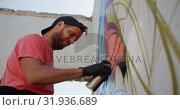 Купить «Graffiti artist painting with aerosol spray 4k», видеоролик № 31936689, снято 4 февраля 2019 г. (c) Wavebreak Media / Фотобанк Лори