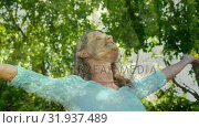 Woman enjoying nature breeze. Стоковое видео, агентство Wavebreak Media / Фотобанк Лори