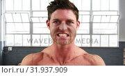 Купить «Man flexing his muscles 4k», видеоролик № 31937909, снято 25 апреля 2019 г. (c) Wavebreak Media / Фотобанк Лори