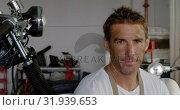 Купить «Male mechanic drinking coffee in motorbike repair garage 4k», видеоролик № 31939653, снято 10 февраля 2019 г. (c) Wavebreak Media / Фотобанк Лори