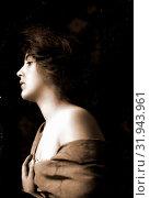 Woman model in profile with hand at bosom, half-length portrait, Women, Artists' models, 1900 (2014 год). Редакционное фото, фотограф Artokoloro / age Fotostock / Фотобанк Лори
