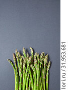 Heap of fresh natural asparagus on a gray background. Стоковое фото, фотограф Ярослав Данильченко / Фотобанк Лори