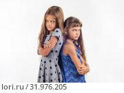 Две девочки подростка стоят спиной к друг другу и расстроено смотрят в кадр. Стоковое фото, фотограф Иванов Алексей / Фотобанк Лори