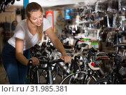 Portrait of girl who is posing with bicycle. Стоковое фото, фотограф Яков Филимонов / Фотобанк Лори