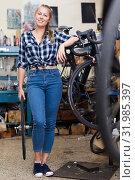 Smiling woman master is standing near bicycle. Стоковое фото, фотограф Яков Филимонов / Фотобанк Лори