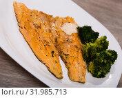 Купить «Tasty fried rainbow trout fillet with broccoli on plate», фото № 31985713, снято 4 июля 2020 г. (c) Яков Филимонов / Фотобанк Лори