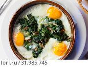 Купить «Fried eggs with spinach, raisins, ham», фото № 31985745, снято 25 августа 2019 г. (c) Яков Филимонов / Фотобанк Лори