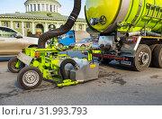 Купить «Очистка дорожного полотна от мусора с помощью прицепа - пылесоса», фото № 31993793, снято 22 апреля 2019 г. (c) Вячеслав Палес / Фотобанк Лори