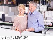 Купить «Husband and wife in home appliance store to discuss items», фото № 31994261, снято 2 июля 2020 г. (c) Яков Филимонов / Фотобанк Лори