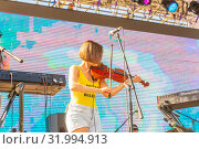 Купить «Russia, Samara, June 2019. A young woman plays the violin on an open summer stage.», фото № 31994913, снято 9 июня 2019 г. (c) Акиньшин Владимир / Фотобанк Лори
