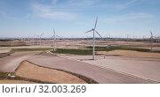 Купить «Top view of large wind power plants on field», видеоролик № 32003269, снято 16 июня 2019 г. (c) Яков Филимонов / Фотобанк Лори
