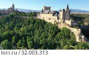 Купить «Aerial view of fortress Alcazar of Segovia. Spain», видеоролик № 32003313, снято 17 июня 2019 г. (c) Яков Филимонов / Фотобанк Лори