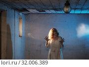Купить «scary girl in white dress from horror film in room», фото № 32006389, снято 28 июля 2019 г. (c) Майя Крученкова / Фотобанк Лори