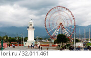 Timelapse Ferris wheel and Batumi lighthouse on the Batumi Seafront Promenade in the cloudy day, Adjara (2019 год). Редакционное видео, видеограф Mikhail Starodubov / Фотобанк Лори