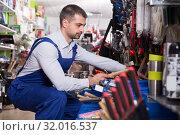Купить «Male is selecting hammer», фото № 32016537, снято 9 января 2018 г. (c) Яков Филимонов / Фотобанк Лори