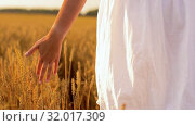 Купить «woman in white dress walking along cereal field», видеоролик № 32017309, снято 4 августа 2019 г. (c) Syda Productions / Фотобанк Лори