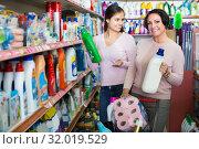 Купить «Women picking bottles with detergent», фото № 32019529, снято 9 декабря 2019 г. (c) Яков Филимонов / Фотобанк Лори