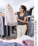Купить «Woman shopping in clothing boutique», фото № 32019645, снято 10 октября 2018 г. (c) Яков Филимонов / Фотобанк Лори