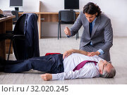 Купить «Male employee suffering from heart attack in the office», фото № 32020245, снято 27 мая 2019 г. (c) Elnur / Фотобанк Лори
