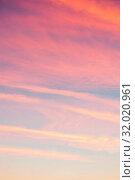 Купить «Розовое небо. Небесный закатный пейзаж. Blue sky background - picturesque colorful clouds lit by sunlight, pastel tones applied», фото № 32020961, снято 4 ноября 2018 г. (c) Зезелина Марина / Фотобанк Лори