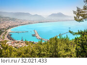 Бухта Алании. Blue Cove of the Mediterranean Sea in Alanya (2019 год). Стоковое фото, фотограф Baturina Yuliya / Фотобанк Лори