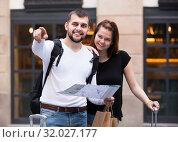 Купить «Couple of smiling tourists with map and baggage», фото № 32027177, снято 25 мая 2017 г. (c) Яков Филимонов / Фотобанк Лори