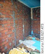 Купить «Repair in the home. Wall with a layer of plasterboard removed, a brick with stucco», фото № 32027473, снято 14 июля 2020 г. (c) Куликов Константин / Фотобанк Лори