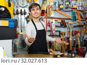 Male seller posing at tooling section. Стоковое фото, фотограф Татьяна Яцевич / Фотобанк Лори