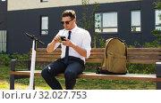 Купить «businessman with smartphone drinking smoothie», видеоролик № 32027753, снято 5 августа 2019 г. (c) Syda Productions / Фотобанк Лори